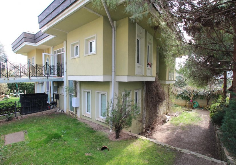 4 Bedrooms Villa in a Compounded Area - 1