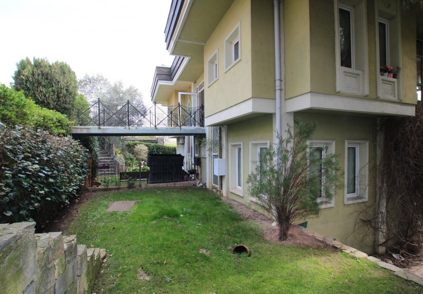4 Bedrooms Villa in a Compounded Area - 4
