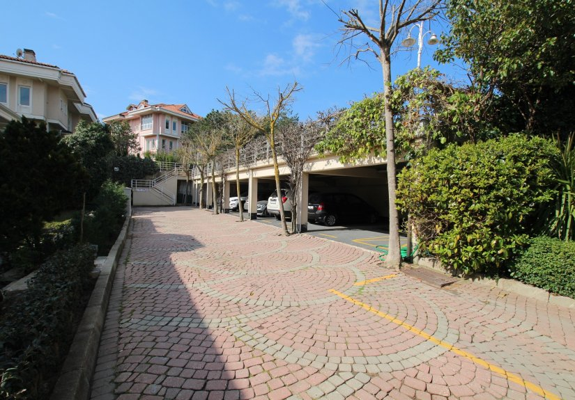 4 Bedrooms Villa in a Compounded Area - 8