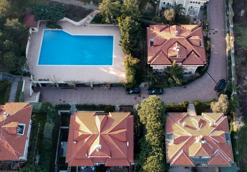 4 Bedrooms Villa in a Compounded Area - 10