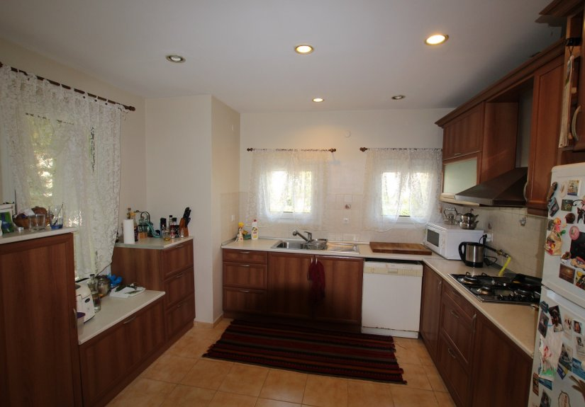4 Bedrooms Villa in a Compounded Area - 19