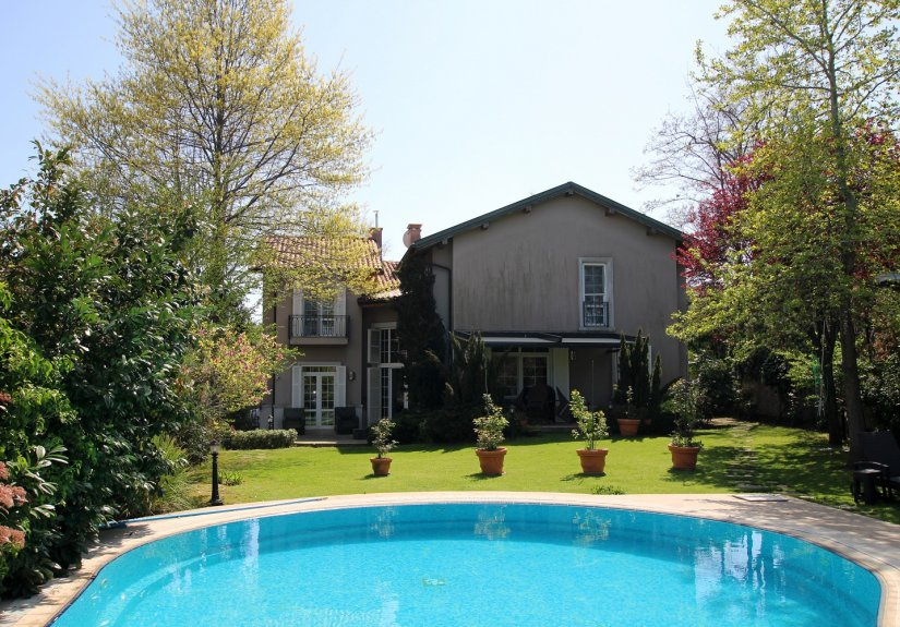 5 Bedrooms Villa With Great Garden and Pool - 6