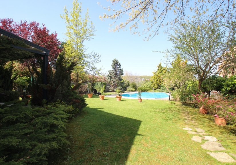 5 Bedrooms Villa With Great Garden and Pool - 13