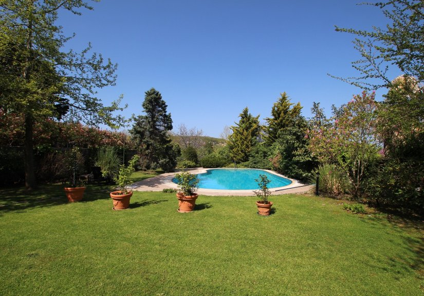 5 Bedrooms Villa With Great Garden and Pool - 14