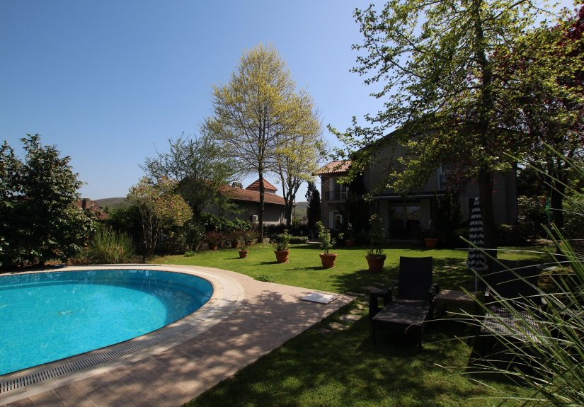 5 Bedrooms Villa With Great Garden and Pool - 19