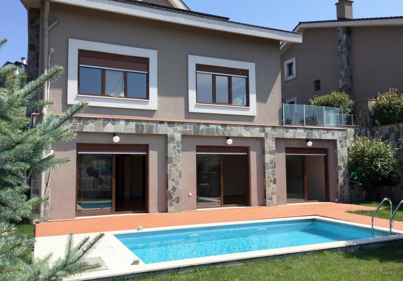 5 Bedrooms Villa with Pool in a Compounded Area - 1