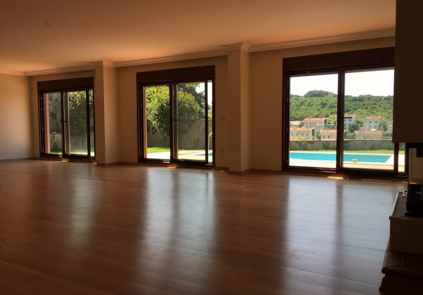 5 Bedrooms Villa with Pool in a Compounded Area - 9