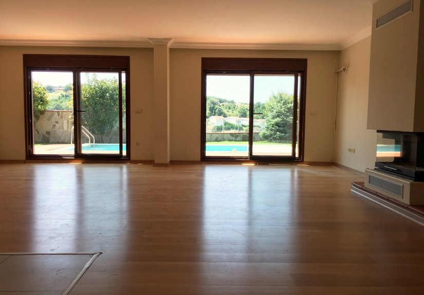 5 Bedrooms Villa with Pool in a Compounded Area - 13