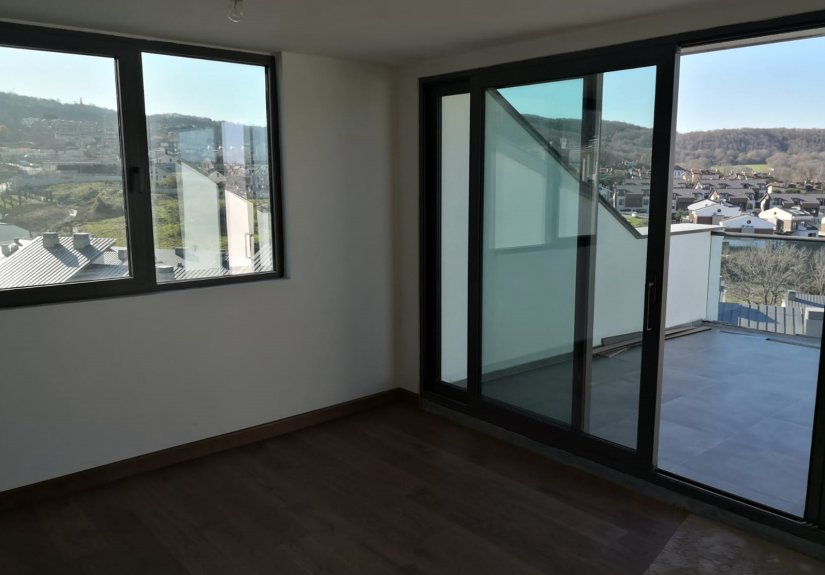 6 Bedrooms Villa in a Compounded Area - 12