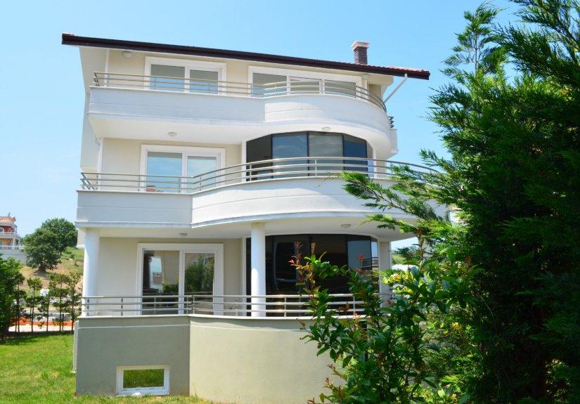 real estate for sale in Yalova /  Villa