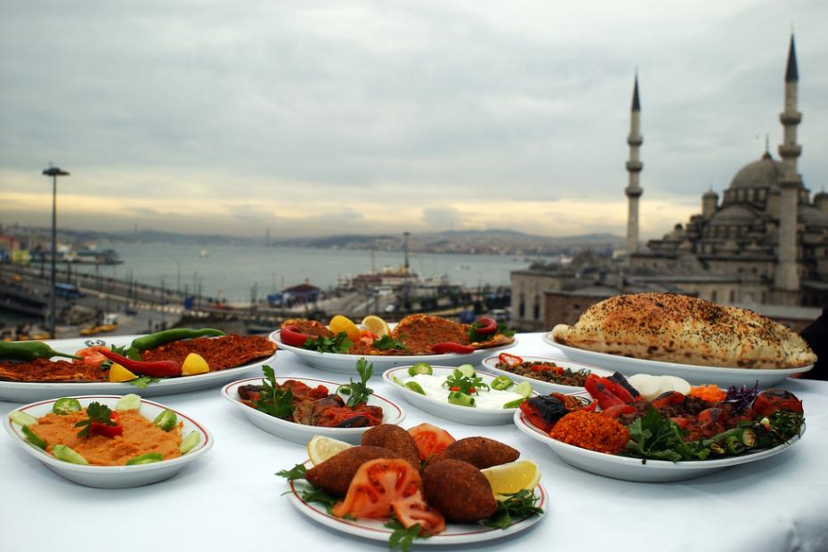 أطعمة الشارع التي ينبغي تذوقها في إسطنبول
