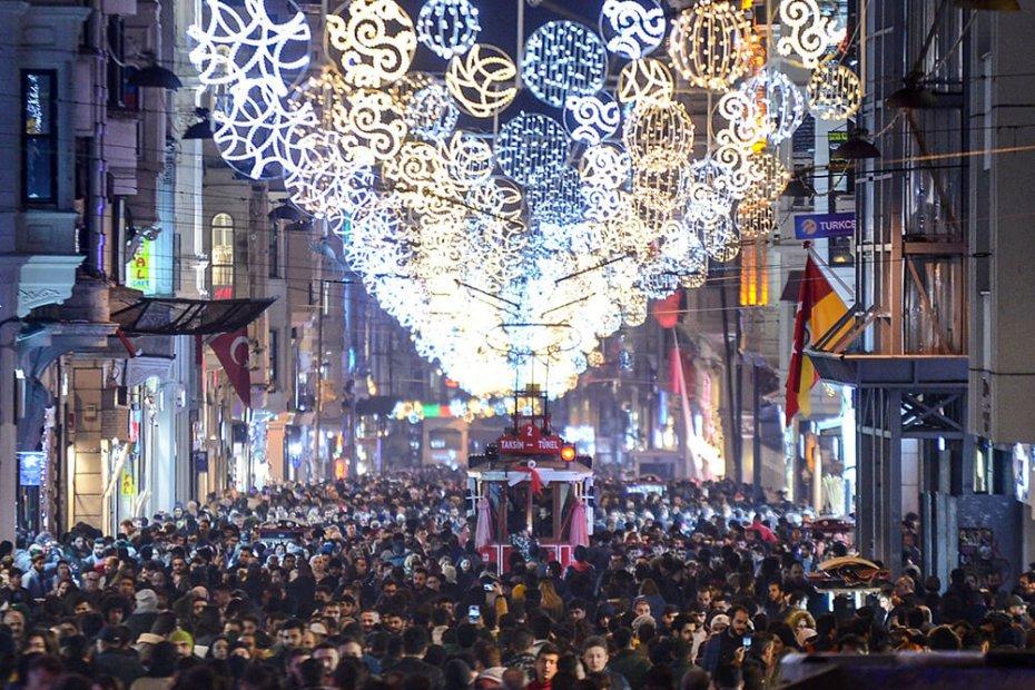 عيد الميلاد في شارع الاستقلال